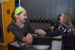 Ida Appelros och Maja Stenbäck i Valla går i spetsen bland barnen att rädda Valla fritidsgård från att kosta pengar.