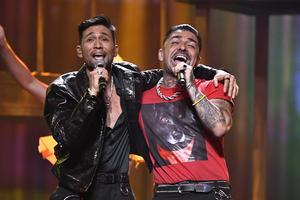 """""""Vamos Amigos"""" sjöng Mendez och Alvaro Estrella. De gick till andra chansen."""