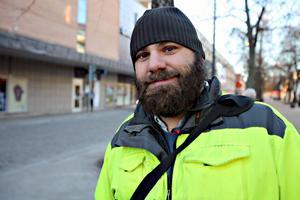 Anders Sörell tycker att det är svårt att cykla till tågstationen i Gävle. – Det finns inga bra cykelstråk dit, speciellt när man ska ta med sig cykeln ombord, säger han.