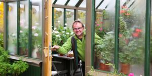 Peter Göttfert är glad att hans växthus i 1800-talsstil äntligen är klart. Han har jobbar hårt på det under två år.