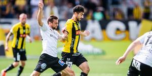 Filip Rogic till vänster, och en av matchens målskyttar Daleho Irandust till höger. Bild: Bildbyrån