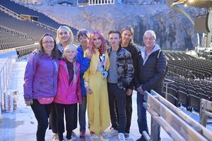 Familjebld efter konserten i Dalhalla med fr.v: Sara Lejonclou, Nina Bring, Amelia Lejonclou, Kerstin Lejonclou, Alva Lejonclou, Amadeus Lejonclou, Per Lejonclou och Leif Lejonclou.