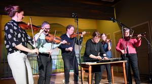 Från vänster. Knapp Maja, Lars Ljunggren, Jon Holmén, Kristina Ljunggren, Knapp Karin och Knapp Britta. Bild: Rolf Granqvist