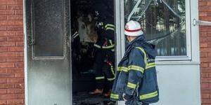 Räddningstjänsten fick på tisdagen rycka ut till en brand i en lägenhet strax söder om Hedemora. Branden startade i en soffa och räddningstjänst kunde släcka branden. Foto: Niklas Hagman