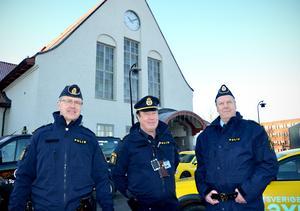 Kent Karlsson, Lennart Westberg och Tomas Sjöström vid järnvägsstationen som snart ska byggas om.