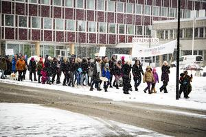 Man marscherade mellan Brotorget och Bollnäs stadshus.