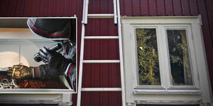 Tjuven misstänks ha brutit sig in i två bostäder genom att ta en stege och sedan klättrat in genom ett fönster på övervåningen. Fotomontage, Anders Wiklund och Hasse Holmberg/TT.