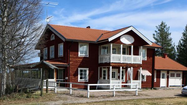 I Evertsgården har Svegs Golfklubb tidigare haft kansli och shop. I byggnaden finns även möjlighet att driva restaurang och ordna med boende.