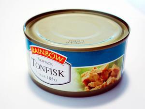 En tonårspojke har åtalats misstänkt för tre brott som ska ha begåtts i Borlänge kommun. Han ska bland annat ha stulit en burk med tonfisk. Bilden föreställer dock en annan tonfiskburk.