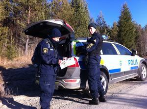 Hundförare Ingrid Dimsjö och Lisa Berglund.