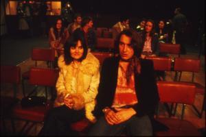 Linda Wilson (Shirley Henderson) och Tony Wilson (Steve Coogan) i väntan på The Sex Pistols spelning på Lesser Free Trade Hall i Manchester. Foto: NonStop Entertainment