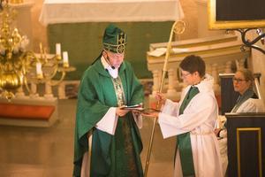 Biskop Johan Dalman höll mässa i Överjärna kyrka på torsdagskvällen.