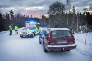 En personbil krockade med en älg, strax söder om Tulleråsen, vid 8.45 på onsdagsmorgonen.