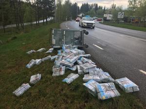 En del av lasten hade rasat ut redan vid på påfarten till väg 27.