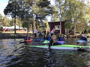 Eleverna övade bland annat grundteknik i kanotslalomkajaker och åkte genom en slalombana.