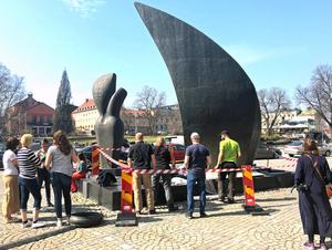 Vindarnas grotta spärrades av när skulpturen undersöktes på fredagen.