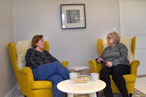 Marie Hellqvist och Marie Hellqvist på Väddö vård upplever det som att beslutsfattarna inte har insikt i hur hemtjänstens vård- och omsorg fungerar.  Samtidigt har de försökt protestera mot  kommande förändringar, men utan att bli lyssnade på.
