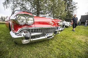 Det amerikanska dollargrinet ger sin tydliga bild av denna Cadillac.