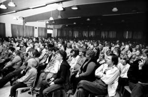 Det kom 800 personer till Svartviken för att höra Björn Afzelius sjunga och spela.