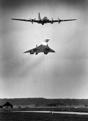 En Concorde och Sally B på en av flyguppvisningarna under flygteknikdagarna 1987.