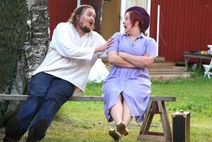 Obesvarade känslor. Emil Holmgren och Hanna Säfström.