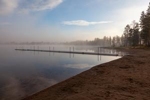 Sandtjärn är en populär badplats i Sveg som under sommaren varit utsatt för skadegörelse vid minst två tillfällen. Nu har kommunen stängt av vattenkranen som finns vid badplatsen och låst toaletterna.