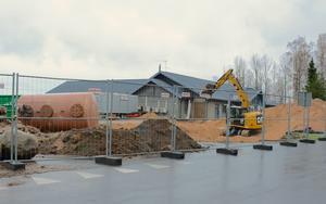 Här saneras marken för att man ska kunna bygga ett nytt bostadsområde.