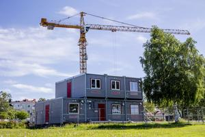 Byggbodarna uppfördes utan bygglov, vilket gör att HSB får betala sanktionsavgift.