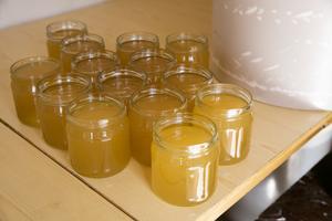 Se upp för misstänkt billig honung, varnar insändarskribenterna.