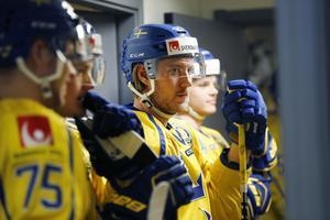 Linus Sandin, som för tillfället spelar VM-förberedande landskamper med Tre Kronor, har skrivit på för HV71 och blir därmed det första nyförvärvet inför säsongen 2019/20.
