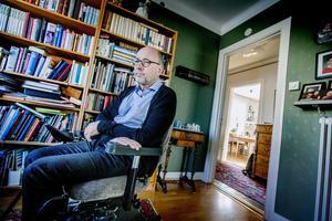 Omställningen är stor. Från ett aktivt liv med orientering och långfärdsskridskor till ett liv i rullstol. Mats säger att han är ändå förundrad över hur det går att leva vidare och ha ett gott liv med sjukdomen ALS. Människan har verkligen en stor anpassningsförmåga, och med bostadsanpassning och mycket kärlek från närstående och många vänner så fungerar det.