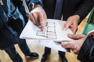Alla bostadsköpare och -säljare blir inte nöjda. Förra året anmäldes tio dalamäklare till Fastighetsmäklarinspektionen. Foto: Tomas Oneborg/TT