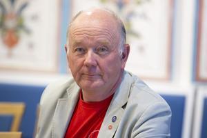 Olle Berglund menar att det inte är rimligt att fatta beslut som medför stora kostnader för kommuninnevånarna när ny lagstiftning är på gång.