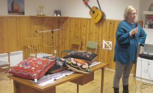 Ann-Christin Andersson berättade om sin passion, att sy brudkuddar. Foto: Karin Haxner