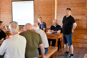 Peter Andersson förklarar att renbetesrätt finns i Drevfjällsreservatet
