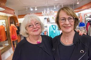 Den tidigare radiojournalisten Eva Sondell brukar hjälpa till i den färgsprakande butiken.