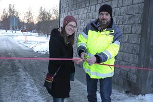Kommunalrådet Lotta Wedman (MP) och Lars -Erik Håkansson, enhetschef vid Trafikverket, klippte bandet och därmed var tunneln invigd. Helt klart blir projektet dock inte förrän till våren eller sommaren då cykelvägarna får beläggning.