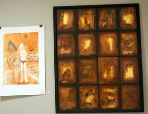 Kanske är det ett altarskåp, Lena Backmans  finstämda verk till höger i bild?