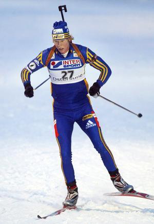 En ung Mattias Nilsson iklädd landslagsdressen, hemma i Östersund.