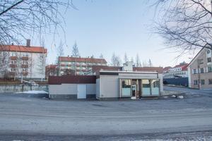 Fastigheten Räkan består idag av en nedlagd bensinstation.