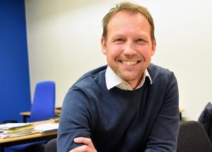 Att Andreas Hedboms kontorsrum på Monarkfabriken i Vansbro går i blått och vitt är ingen slump.