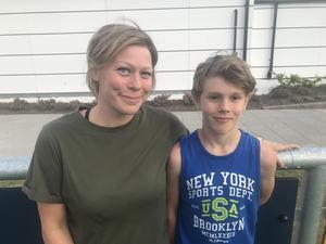 Kiefer med mamma Maria Öhrman som är uppvuxen i Finnerödja.
