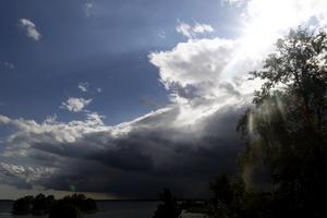 Sommarens skurar gör det svårt att veta exakt hur vädret kommer att se ut. Arkivbild. Foto: Hasse Holmberg/T