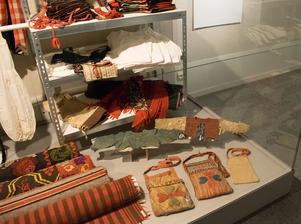 I många fall finns dräkter och finkläder bevarat från förr – men vardagskläder som på bilden ovan, är inte jättevanliga.