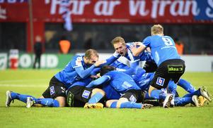 Stort HBK-jubel efter kvalsegern mot Helsingborg. Foto: Emil Langvad/TT.