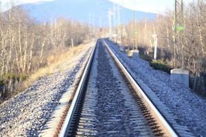 När vi vill ha pengar till nya järnvägar, då finns det inga, menar signaturen Eoq. Foto: TT