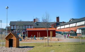 Om budgeten går igenom ska ingen fast anställd på Stora Skedvi skola eller någon annan skola i Säter sägas upp nästa år, lovar kommunalrådet.