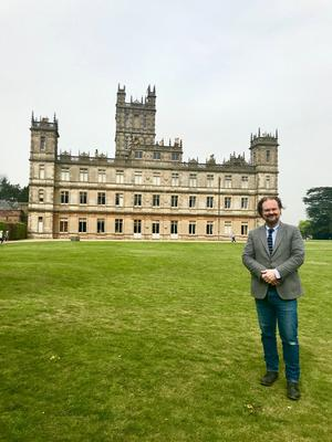 Ätten Carnavon hyrde ut sitt Highclere till inspelningen av Downton Abbey.