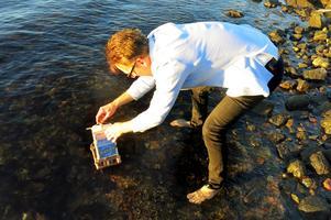 Daniel Hallbygård sjösätter sitt förstlingsverk.