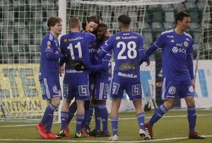 GIF Sundsvall jublar efter ett mål hemma mot Malmö FF. Får GIF jubla även i lördagens möte med Örebro? Bild: Mats Andersson/TT.